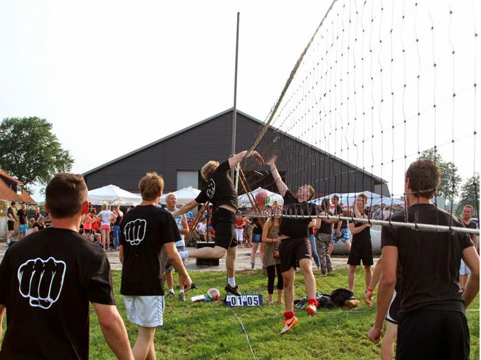 Dorpsbarbecue en volleybaltoernooi